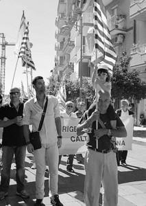"""Le manifestazioni di protesta che si sono succedute per tutto il mese scorso sono state sostenute, almeno formalmente, dal Governatore Rosario Crocetta, tra l'altro """"baby pensionato"""" dell'Eni."""