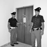 I sigilli sulla porta dell'abitazione che Maria Pia Guariglia divideva con il figlio assassino.