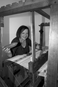 """Franca Caprodossi, 66 anni, mantiene viva l'antica tradizione della tessitura """"a liccetti"""", una tecnica che risale al 1300."""