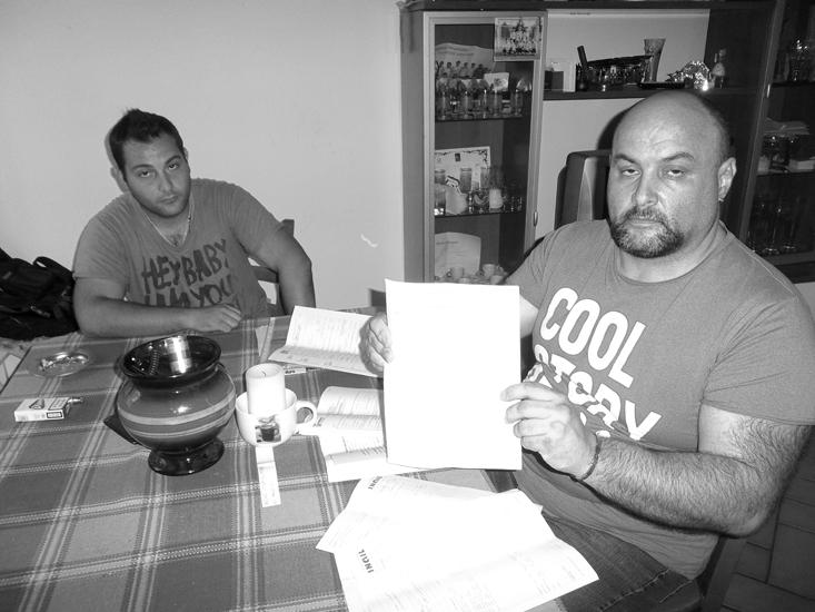 Massimo Duca e suo figlio Andrea, 21 anni, separati da una generazione, ma con una cosa in comune: sono entrambi disoccupati.