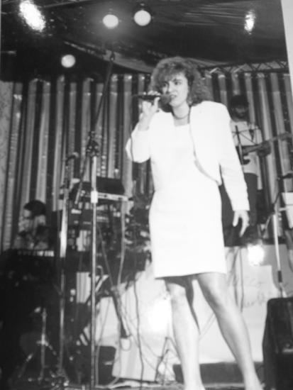 Una delle prime esibizioni della cantante cilavegnese negli anni '80.