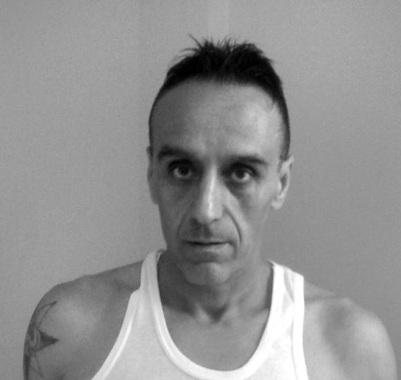 Richiuso all'inferno*** Roberto Berardi, 49 anni, da gennaio 2013 si trova nella galera di Bata, in Guinea Equatoriale, dove l'imprenditore subisce ogni giorno maltrattamenti, pestaggi, vessazioni.