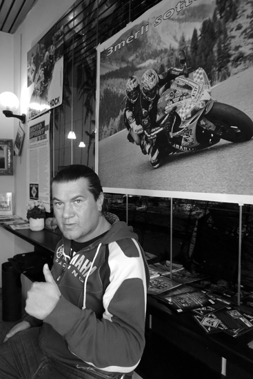 """Nico Marinelli 42 anni fondatore dell'associazione """" I 3 merli sotto shock"""" vittima di un incidente causato da un pirata si batte energicamente per la cultura della sicurezza stradale"""