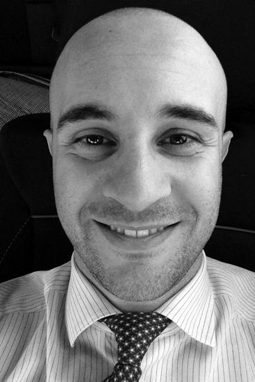 Il dott. Alessandro Colapietro fornisce appoggio legale gratuita ai membri dell'associazione motociclistica i 3 merli sotto shock, la quale inoltre fornisce sempre gratutamente assistenza medica e la riabilitazione alle vittime di incidenti motociclistici.