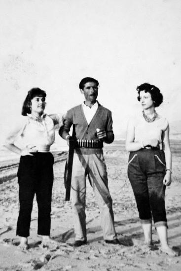 Sebastiano in compagnia della figlia e della sua seconda moglie, all'età di 35 anni era appassionato di caccia.