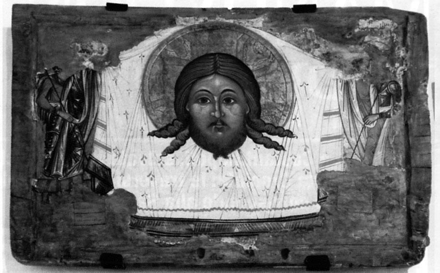 Nel numero speciale troverete questo e altri indizi che ricollegano la Sindone con il Mandylion di Edessa, che era rappresentato come un fazzoletto con impresso il volto di Cristo circondato da un'aureola. In realtà il Mandylion era la Sindone piegata in quattro parti in modo da fare vedere solo il volto.