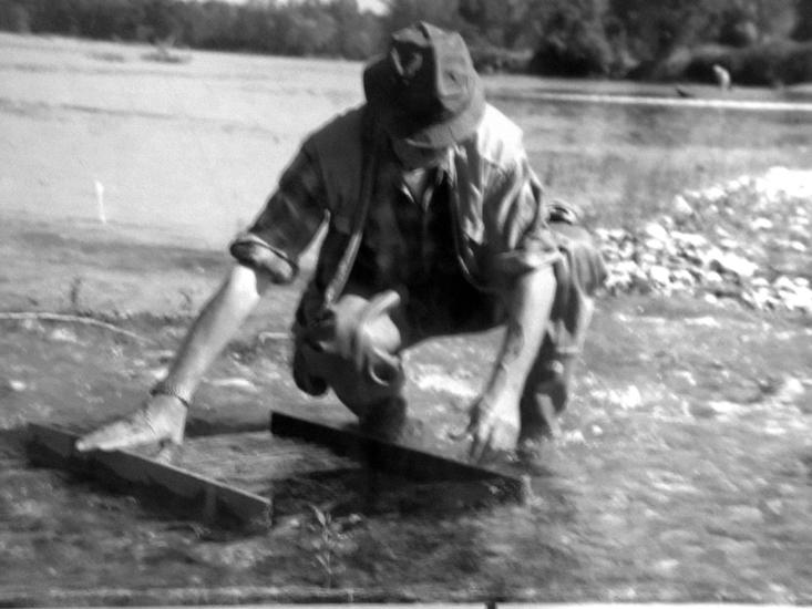 Scena d'altri tempi*** Un tempo, sulle sponde del Ticino, quella del cercatore d'oro era una vera e propria professione.
