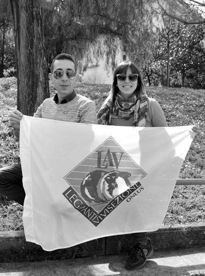 """Alfredo Riccio, responsabile provinciale della """"LAV"""" e l'attivista Roberta Curcio."""