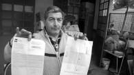Antonino Calabrese 56 anni mostra la lettera della rai con la quale chiede il pagamento del canone e il bollettino intestato all'agenzia delle entrate.