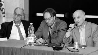 """Con Marco Mori ci sono illustri personalità del mondo accademico e giuridico e con una rete di avvocati ha creato l'associazione """"Salviamo gli italiani"""" che aiuta i cittadini a difendersi, quasi gratis, dalle cause contro banche e Stato."""
