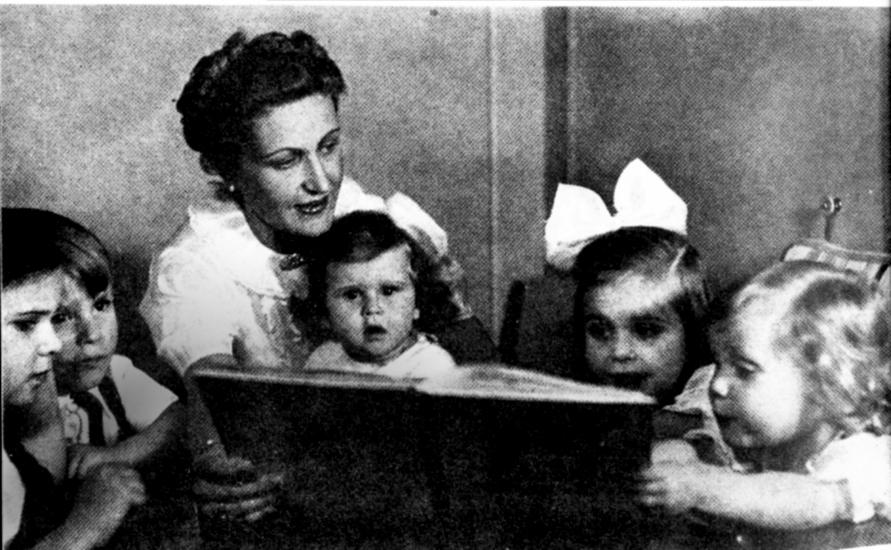 Bella, colta, raffinata, elegante, Magda Goebbels era lontana anni luce dallo stereotipo della donna nazista. Idolatrava Hitler che a sua volta ne era ammaliato, anche se ci sono prove di una loro relazione.