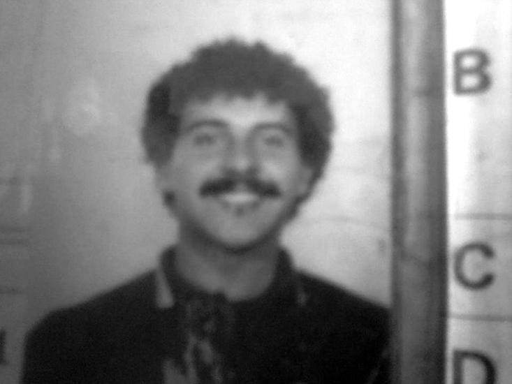 Follia omicida*** Giorgio Luparello, 57 anni, ha ucciso la moglie che voleva lasciarlo e ferito con un coltello la figlia 17enne che ha cercato di sedare la lite tra i genitori.