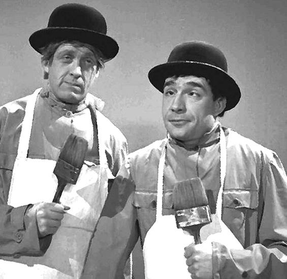 """Tognazzi insieme con Raimondo Vianello in una scenetta di """"Un Due Tre"""", tramessa alla Rai negli anni Cinquanta."""