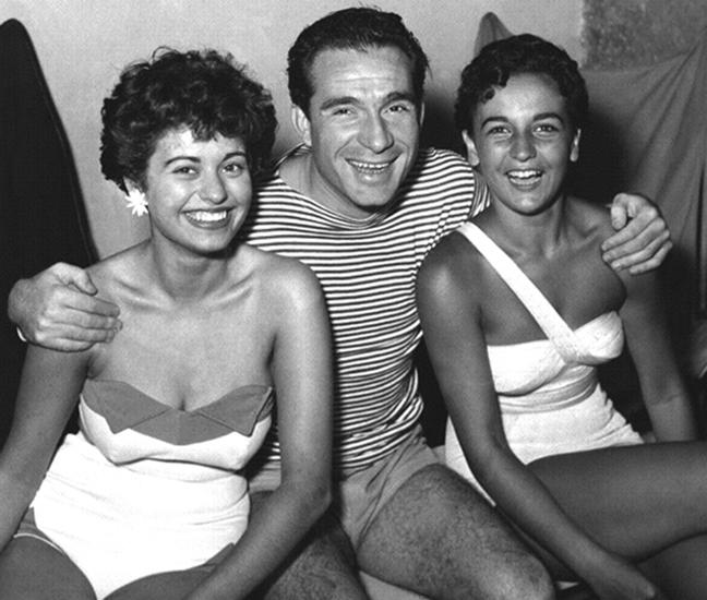 """Nel 1950 c'è l'esordio cinematografico di Tognazzi ne """"I cadetti di Guascogna"""", diretto da Mario Mattoli."""