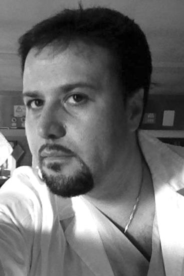Fabrizio Genco, infermiere di 39 anni, residente nel quartiere, dispiaciuto per la disgrazia, lamenta il fatto che oggi purtroppo gli anziani sono lasciati soli con i loro problemi di salute e disgrazie come queste potrebbero essere evitate, se ci fosse più attenzione.