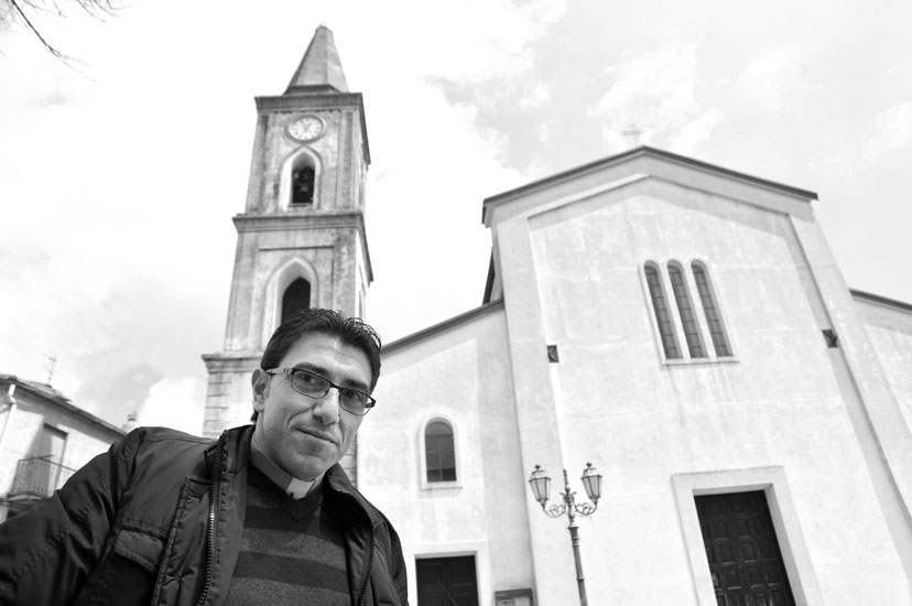 Se questo è un miracolo non spetta alla nostra parrocchia stabilirlo», afferma il parroco di origini siriane don Antonio Alaa Altarcha.